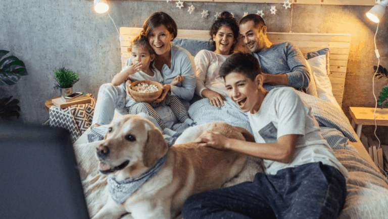 Family-Best-Christmas-Movies-Night