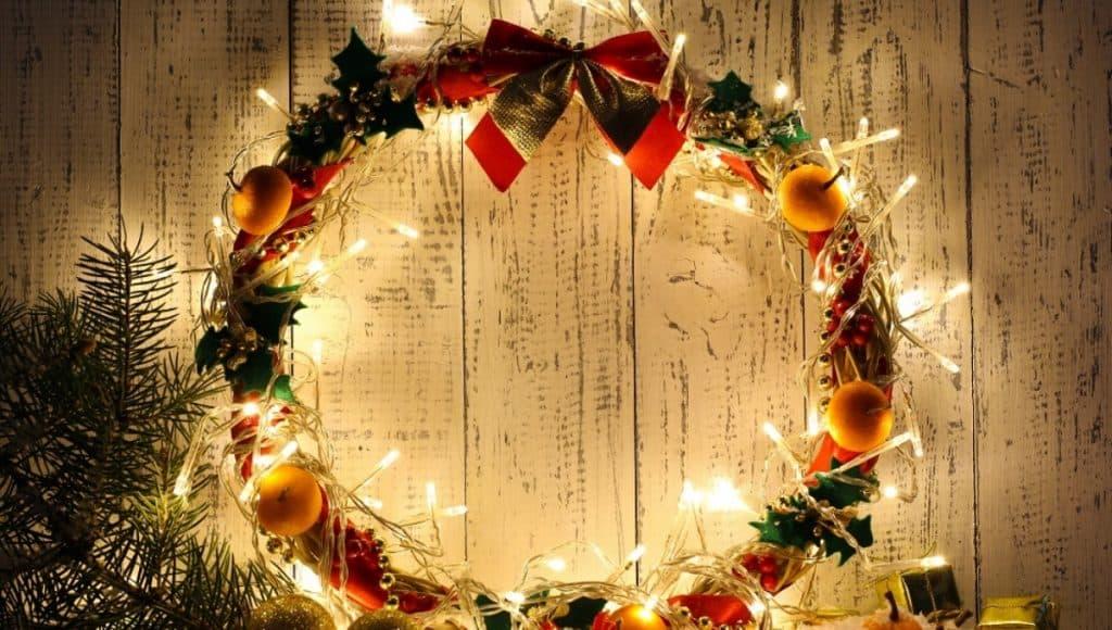 Christmas Wreath & Garland Decorations
